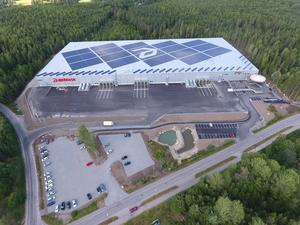 Apoteas logistikcenter i Morgongåva har solpaneler på taket.