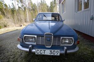 Lenas pappas gamla bil, en Saab från 1971.
