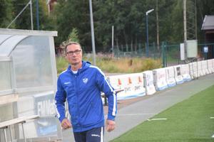 IFK Moras tränare Håkan Ryss har hjälp av Henrik Sörbu samt målvaktstränaren Mikael Jäderlund, men efterlyser fler ledare i föreningen som brinner för damfotboll.