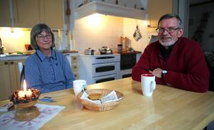 Britt-Marie Lundén och Kåre Olsson i sitt kök i Svälasgården.