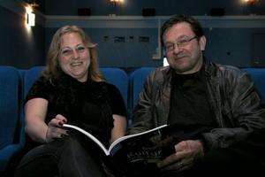 Carina Isaksson och Jerker Persson är eniga. Det behövs en biograf i Edsbyn. Båda jobbar för att bevara och utveckla bion. Att gå på bio är ett enkelt sätt att ha trevligt, tycker hon.