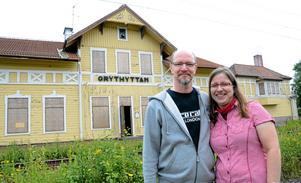 Vill bevara. Ett hus med historia värd att bevara. Så känner Mikko Lindskog och Anja Rauch som är nya ägare till stationshuset i Grythyttan.