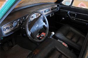 En del har förändrats med åren, ratten är till exempel av senare modell. Bland de intressanta detaljerna som är kvar finns den speciella instrumentpanelen från Volvo Competition Service.