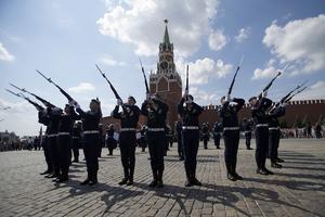 Luftlandssättningsstyrkorna firar sin dag på Röda Torget 2:a augusti 2016. Det är förband som luftlandssättningsdivisionen i Pskov som övar på att utan förvarning kunna gå till angrepp mot Baltikum.