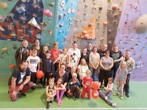 Vid en hjärtebarnsträff i Östersund testade deltagarna bland annat klätterväggen.