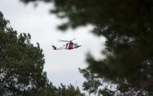 Sjöfartsverkets räddningshelikopter sökte runt skären och öarna mellan Skabban och Ramsan mot Singölandet.