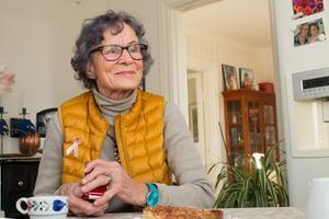 Hebybon Alice Olsson  var så imponerad över Sally Mugabes kläder. Den blivande presidentfrun var skicklig sömmerska och ritade upp klänningsmönstret på sidor ur Svenska dagbladet och gav dem till Alice Olsson.