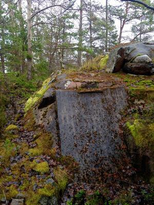 Förseglat skyddsrum på Väddö. Ingången har fyllts med betong.. Foto: Lennart Nylund