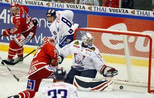 Niklas Anger gör ett av sina två mål mot Linköping, de två enda han gjorde i Timråtröjan.