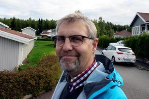Bert Pilo berättar att gallring av kommunägd skog pågår eller är på gång på flera ställen i Ludvikaområdet.