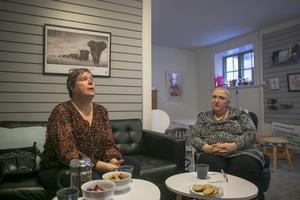 En del av Kvinnojourens verksamhet går ut på att hjälpa kvinnor med säkerheten. Inte minst inom den allt växande it-miljön. – Det kan handla om att lägga ut en bild på sociala medier så följer koordinater till platsen med, säger Helena Lassen och Jessica Rundberg.