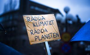 Människor runt om vår planet dör på grund av människans skadliga klimatpåverkan. Självupptaget gnäll och unkna anekdoter gör inte situationen bättre, menar signaturen K.J. Foto: TT