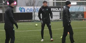 Mittbacken Pontus Fredriksson, senast i Åtvidaberg, tränar just nu med VSK.