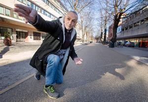 Kostas bjöd med Gefle Dagblad för att visa sträckan där smörgåstårtan ska ligga.