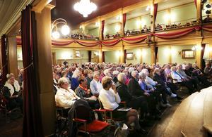 Det var fullsatt på Gamla teatern i Östersund när  SPF Seniorerna och PRO arrangerade föreläsning med den populära Umeåprofessorn Yngve Gustafson i måndags.