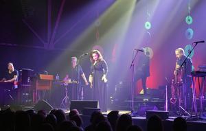 Lisa Nilsson spelade inför ett utsålt Magasinet.