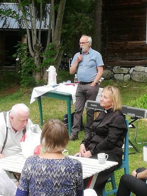 Roger Bergström, berättade om vallens historia och om de gamla fäbodstugorna.