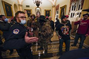 Trump-anhängare har tagit sig in i Kapitolium. Foto: Manuel Balce Ceneta/AP
