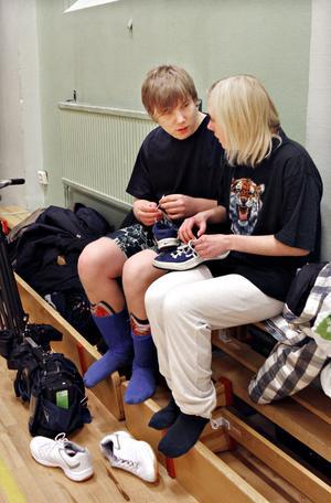 Sebbe Lindgren och Jonna Hultman är aldrig långt ifrån varandra. Det syns på långt håll att de har ett alldeles särskilt förhållande.