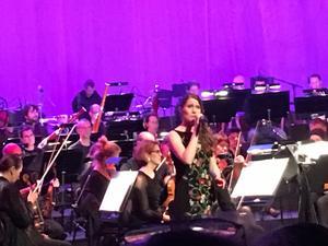 Sofia Kunzes sång var en av höjdpunkterna under konserten.