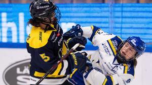 HV71:s Sidney Morin och Leksands Hanna Sköld i närkamp. Foto: Daniel Eriksson/Bildbyrån.