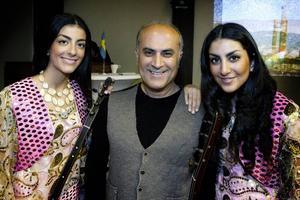Bandet NurDil, Ferit Aslan och hans döttrar Nurfer Aslan, och Dilem Aslan spelade Kurdisk folkmusik.