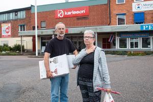 Kurt och Margret Berggren passade på att handla födelsedagspresenter när det var konkursutförsäljning på Karlsson i Morgongåva.