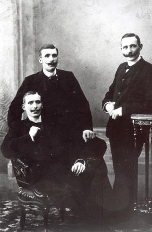 Joe Hill och hans bröder före avfärden till Amerika. Enligt uppgift sitter Joe till vänster.  Bild från Barbro Sollbe.