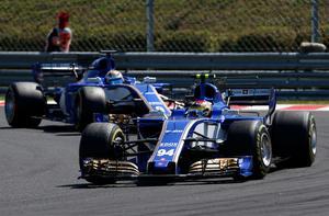 Marcus Ericsson hade ingen rolig avslutning på Europasäsongen. Här är han sist, bakom teamkompisen Pascal Wehrlein, på Hungaroring. Arkivfoto: Darko Bandic/TT