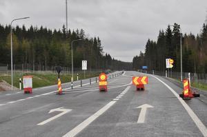 En ny, fin väg väntar ivrigt på trafikanterna.
