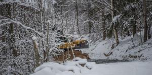 Det var under måndagen den 19 februari som räddningstjänst kallades till Hedemora. Senare kunde polisen meddela att en man i 40-årsåldern avlidit efter sina skador vid en grävolycka. Det är den tredje dödsolyckan vid grävarbeten på drygt ett år i Gävla-dalaregionen.Foto: Niklas Hagman