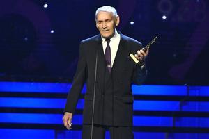 Lars-Åke Hedlund fick gå upp på scenen två gånger för att hämta priser åt barnbarnet Armand Duplantis. Foto: TT