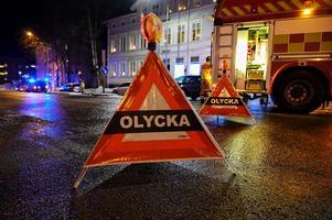 Förbjud vänstersväng på Bergsgatan ned på Nybrogatan mot Köpmangatan och problemet är borta, skriver debattförfattaren.