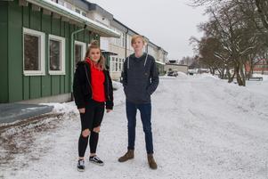 """Carl Fast tycker att Ullvigymnasiet är en för stor skola med för många elever. """"Vasagymnasiet känns bättre för mig och då kan jag  bara ta cykeln till skolan"""". Carolina Nilsson har valt att söka i första hand till Ullvigymnasiet och bygg-och anläggning. """"Jag har inget emot att pendla, det går bussar till Köping"""", säger hon."""