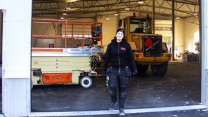 Hamida Khouane på byggarbetsplatsen i Timrå där hon jobbar som elektriker.