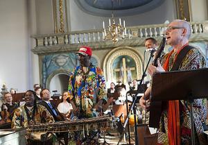 Afrikansk musik från Senegal med Lamine Kanouté på balafon.