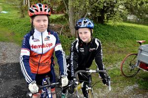 Innan start. – Vi är laddade, sa William Hedin och Johannes Wallin från Lindesbergs cykelklubb.