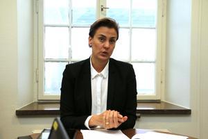 - Vi försöker tillgodose våra kommuninvånares intressen liksom näringsliv och företag, säger Caroline Dieker (M), kommunstyrelsens ordförande.