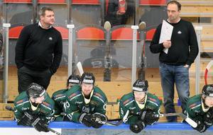 Kjell-Åke Andersson har fått ytterligare en hjälp bredvid sig till allettan. Sportchefen Mikael Eriksson har klivit ned från läktaren.