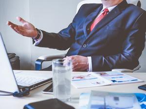 När ska politiker och chefer förstå följande: Stora förändringar kan aldrig tryckas in uppifrån, där förbisedd personal bara förväntas ställa in sig i ledet, skriver insändaren. Foto: Pixabay.com.