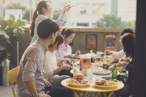 Ribhaus använder sig av Sydkoreas nationalrätt Kimchi i en av sina burgare. Foto: Eric Nyberg