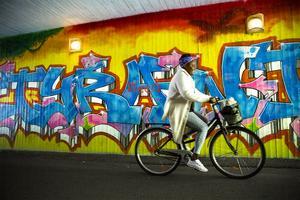 I gångtunneln bakom Willys i Norslund finns en av de absolut äldsta bevarade graffitimålningarna.