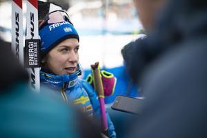 Anna Magnusson svarar på de sista frågorna innan hon lämnar den mixade zonen.