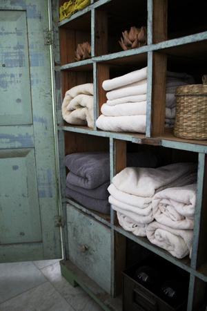 I det gröna fröskåpet förvaras numera handdukar.