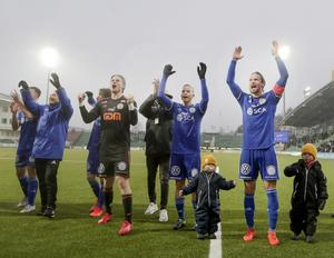 GIF-spelarna jublar efter segern i hemmapremiären. Bild: Mats Andersson/TT.