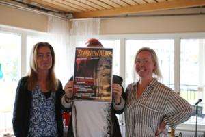 Elisabeth Själander, Anna Sjöberg (bakom affischen) och Emma Engqvist från ungdomsenheten på Sollefteå kommun.