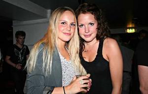Hanna och Sanna hängde på Blue Moon Bar.