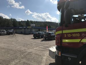 En pojke hittades i en av poolerna på Kubenbadet och fick föras med ambulans till sjukhuset.