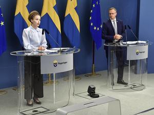 Amanda Lind (MP), kultur och demokratiminister samt minister med ansvar för idrottsfrågorna, och Mikael Damberg (S), inrikesminister. Bilden är från en tidigare presskonferens.