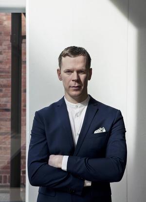 Medan många konstnärer dras till sprickor och skavanker eftersträvar Christian-Pontus Andersson i stället perfektion.